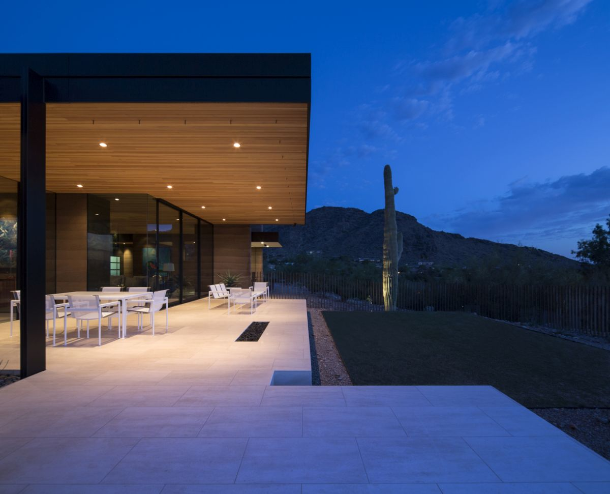 The covered porch is open towards the valley and brings nature and the views closer to the living spaces