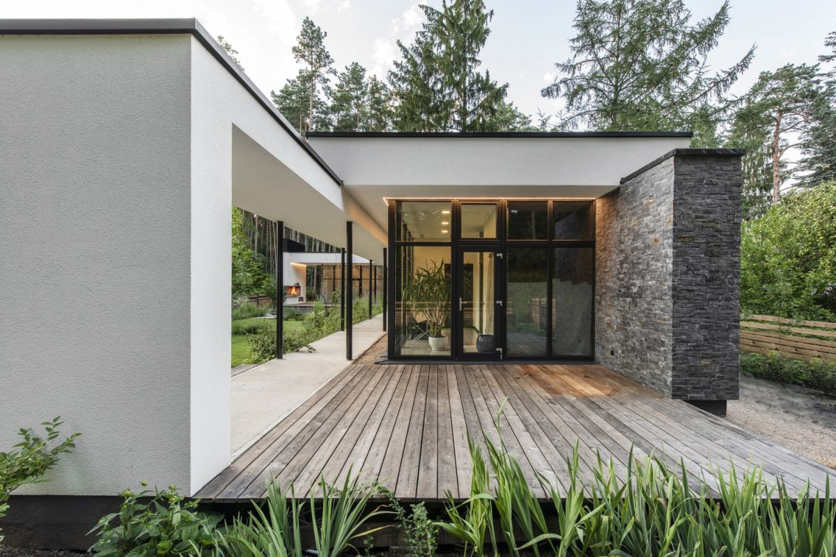 The overall architecture and design of the house are simple and reduced to a few main materials including stone, wood and glass