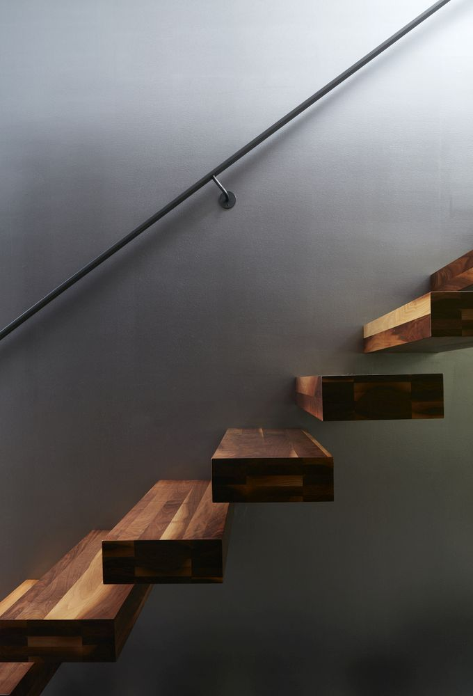 The floating stairs have a very sleek and sculptural appearance and are delicately complemented by a slender handrail