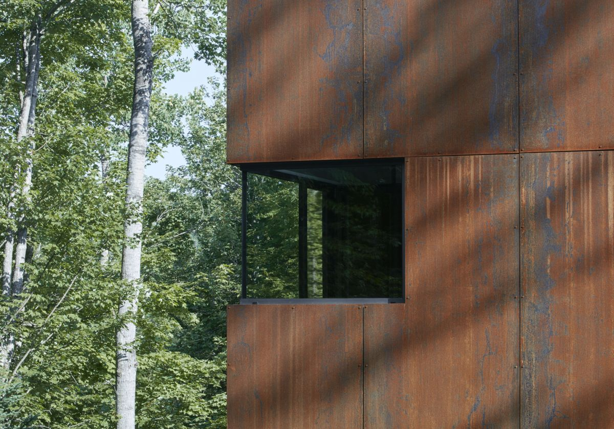 This material gives the house a rugged industrial appearance which is softened by the cedar clad volumes