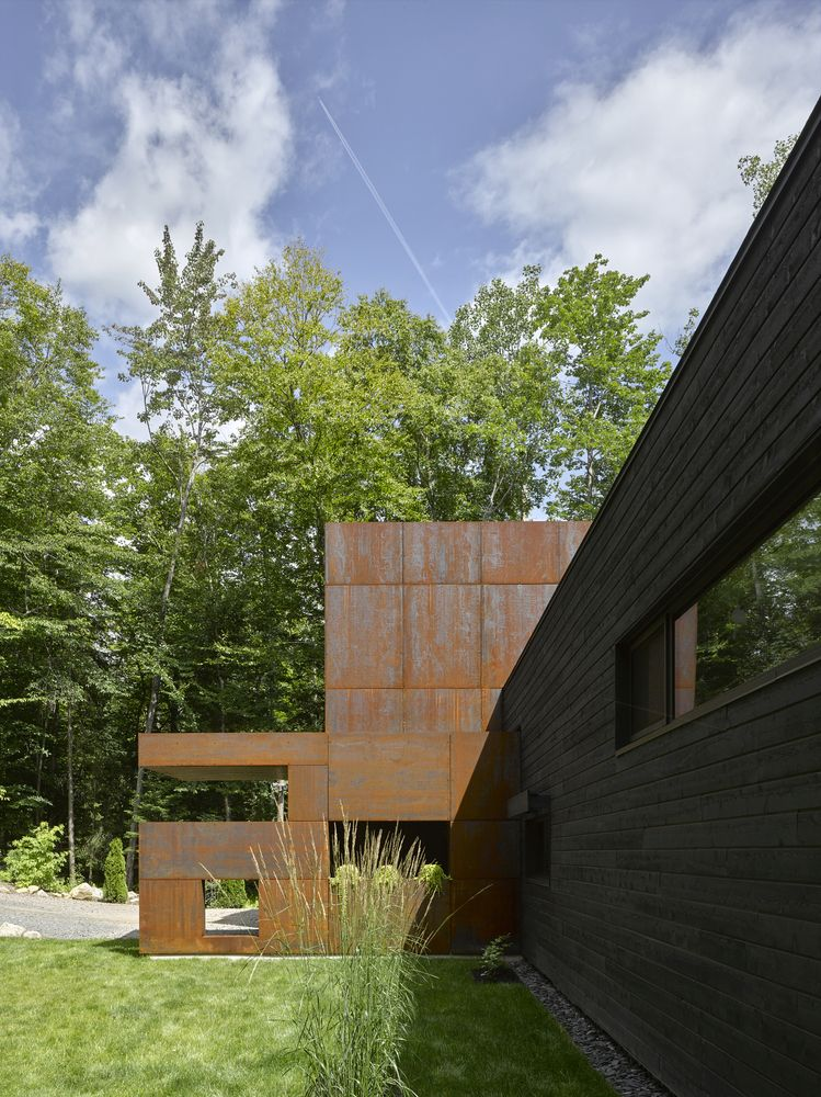 The L-shaped floor plan forms a private courtyard with access to the lake