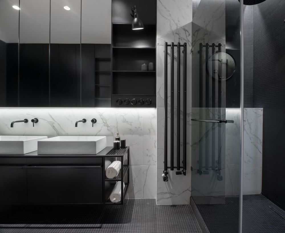 The same stylish combination of looks and function is also featured in the bathroom where marble surfaces highlight everything else