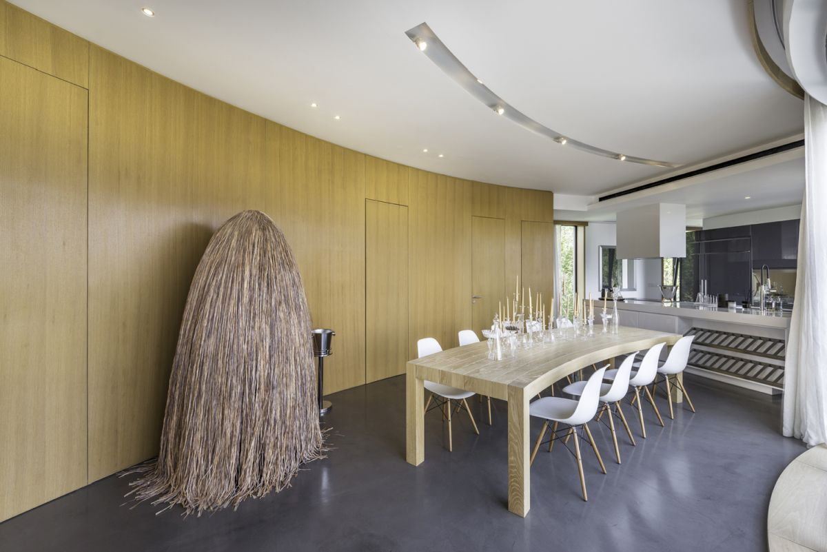 The curved dining table was designed to match and to complement the curved walls in this particular area
