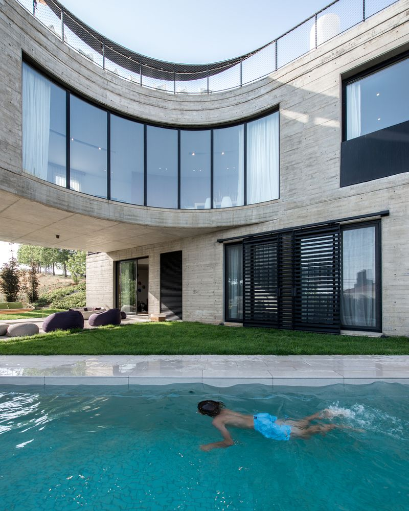 Curved windows were installed on this facade, giving the house a futuristic and eye-catching look