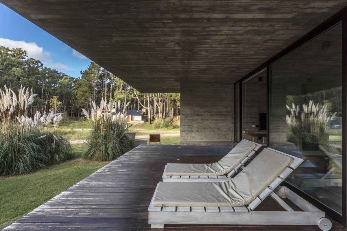 A covered deck overlooks the valley, bringing light and a panoramic view into the living area