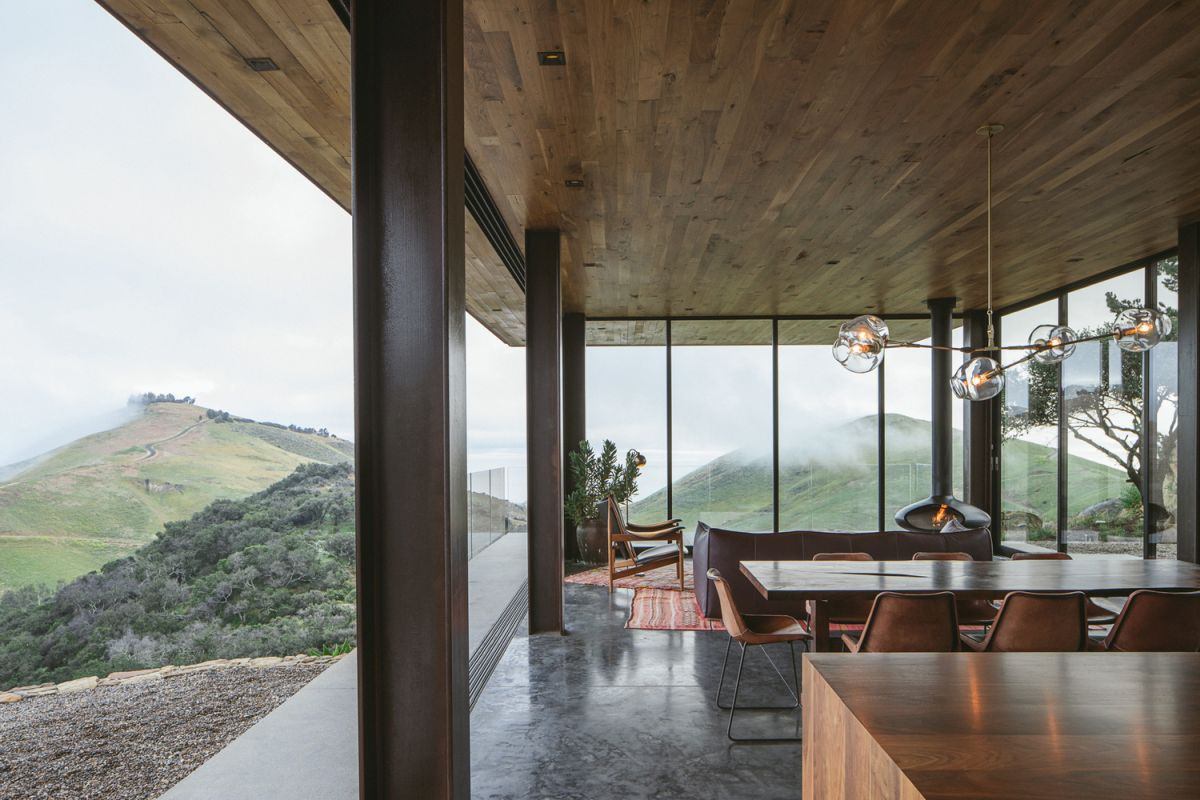 The views over the surrounding hills are spectacular and can be admired from inside the house thanks to the glazed facades
