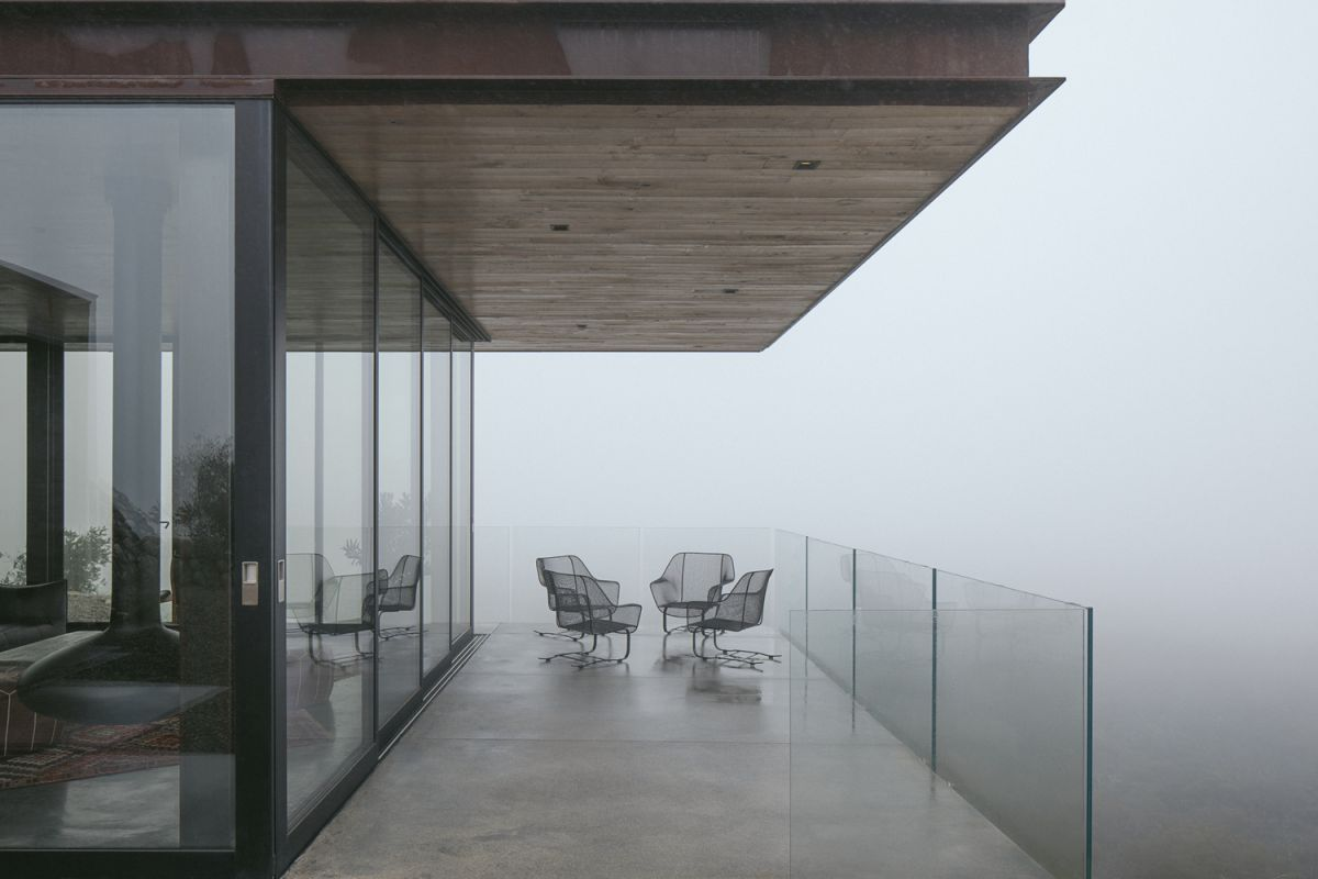 Large decks cantilever over the rocky landscape and glass railings ensure that the views are not obstructed
