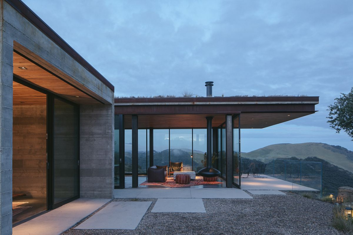 Spectacular Off-Grid House Cantilevers Over California's Rocky Landscape