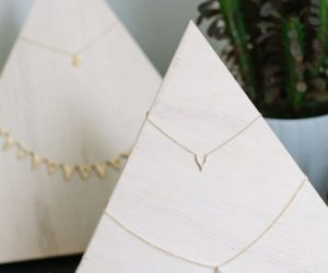 Simple DIY Necklace Holder Stand Ideas That Would Make Great Gifts