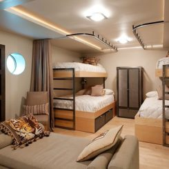 Beautiful Floating Home with Bunk beds