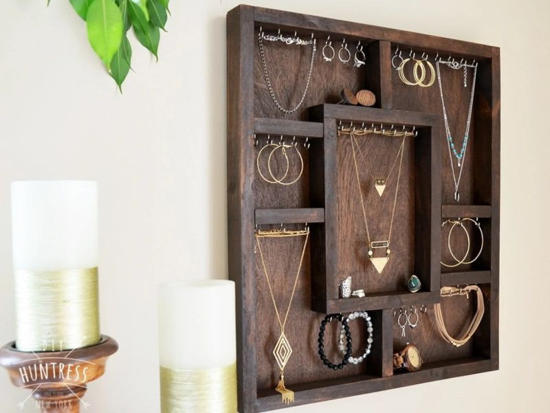 Compartmentalized jewelry holder