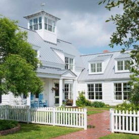 Farmhouse Style Small picket fence