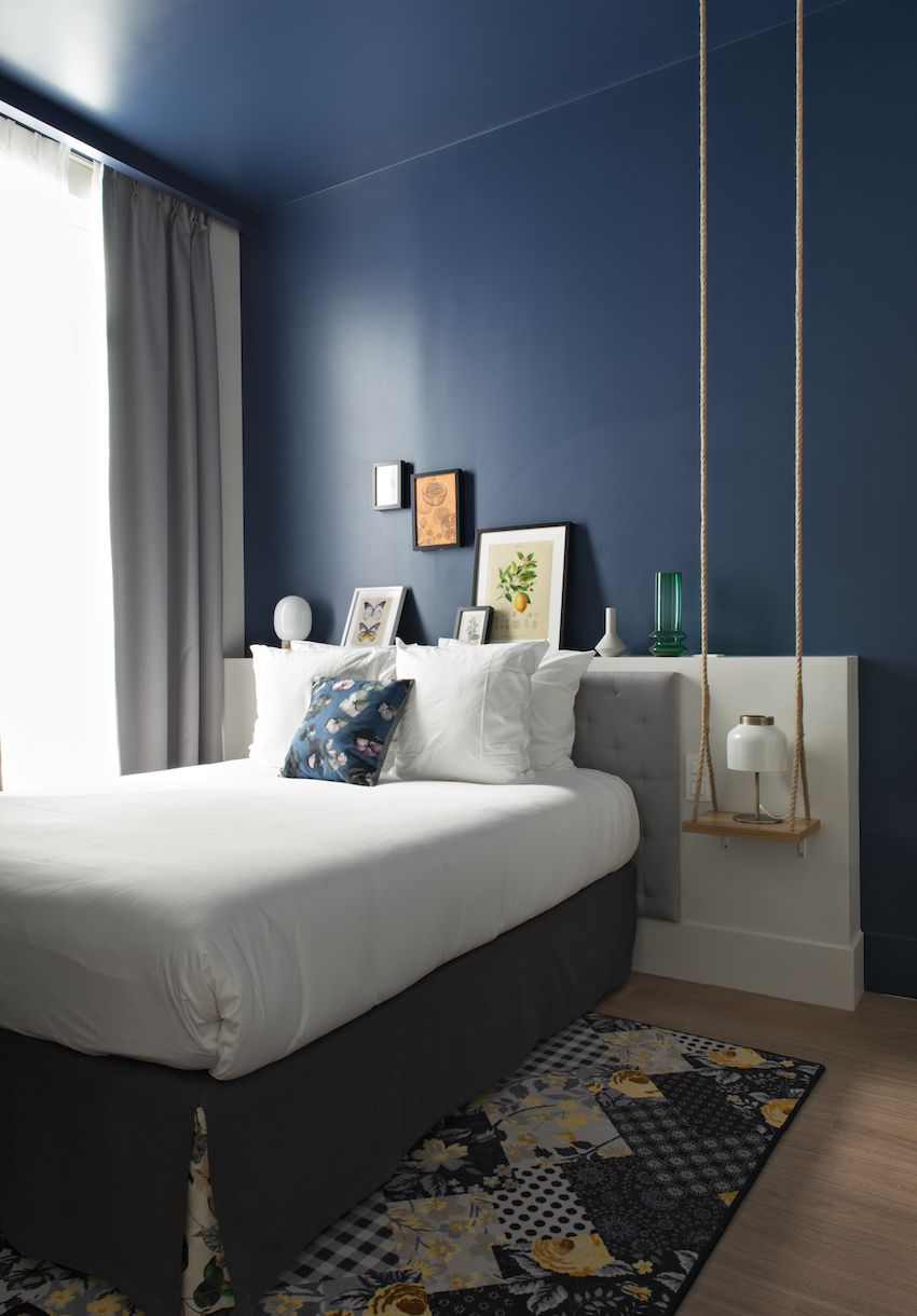 Single guest rooms have the same style of decor.