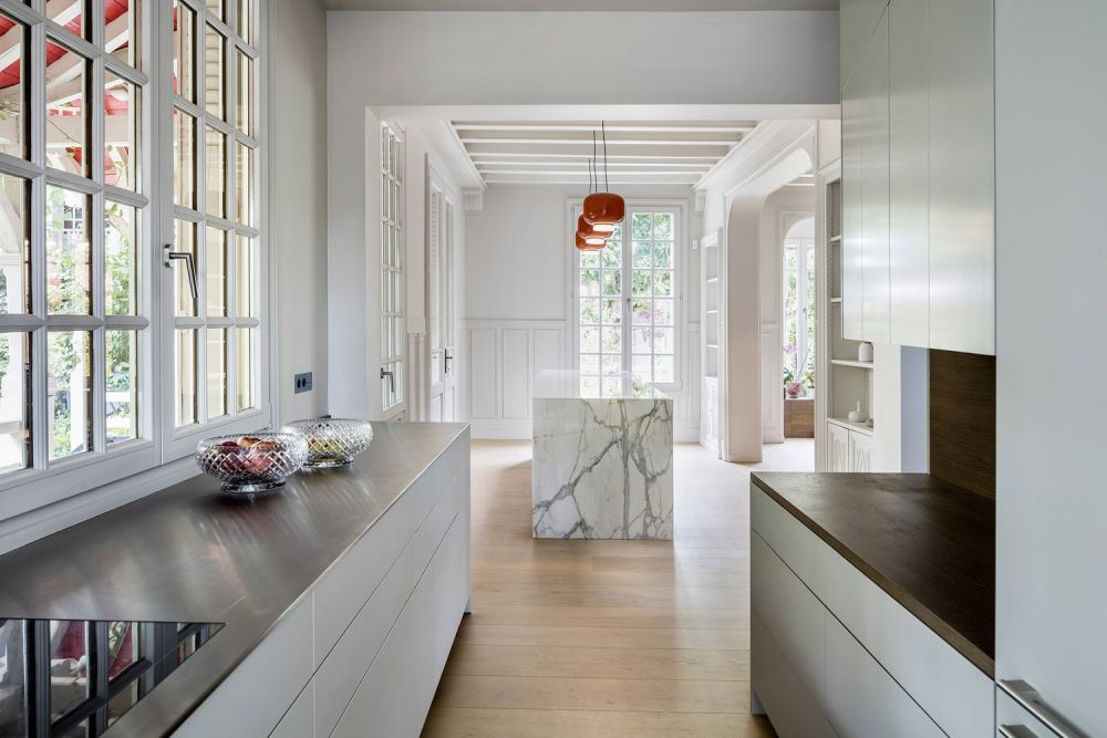 The marble kitchen is detached from the rest of the furniture and serves as a focal point