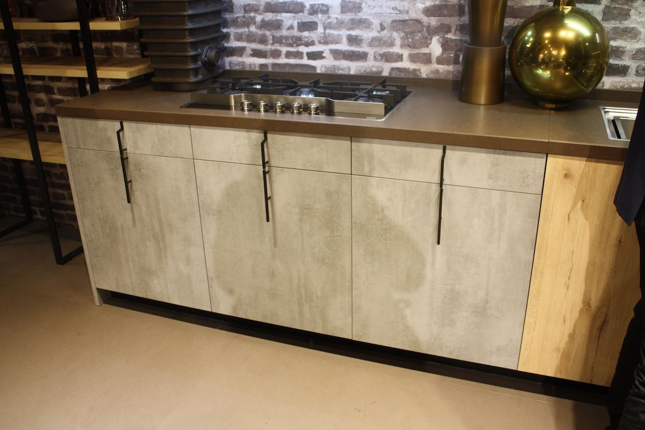 Vertical placement like as in this Aran kitchen is good for modern and industrial styles.