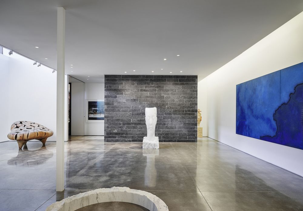 Special attention was given to the lighting, in particular in the gallery space where artwork is displayed