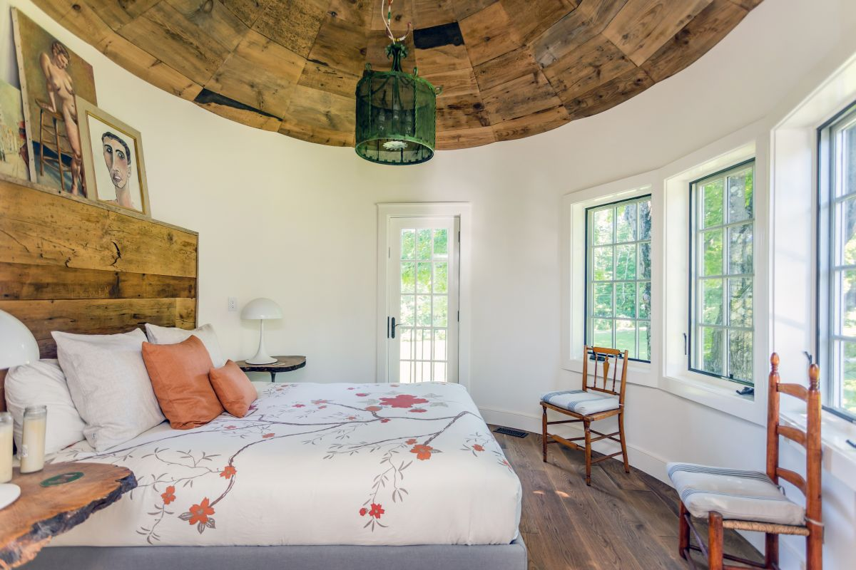 The curved silo walls also give the bedrooms beautiful views and an extra cozy feel