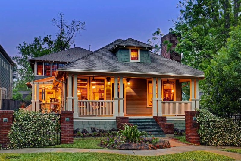 Old Craftsman-Style Home Retains Its Charm After More Than 100 Years