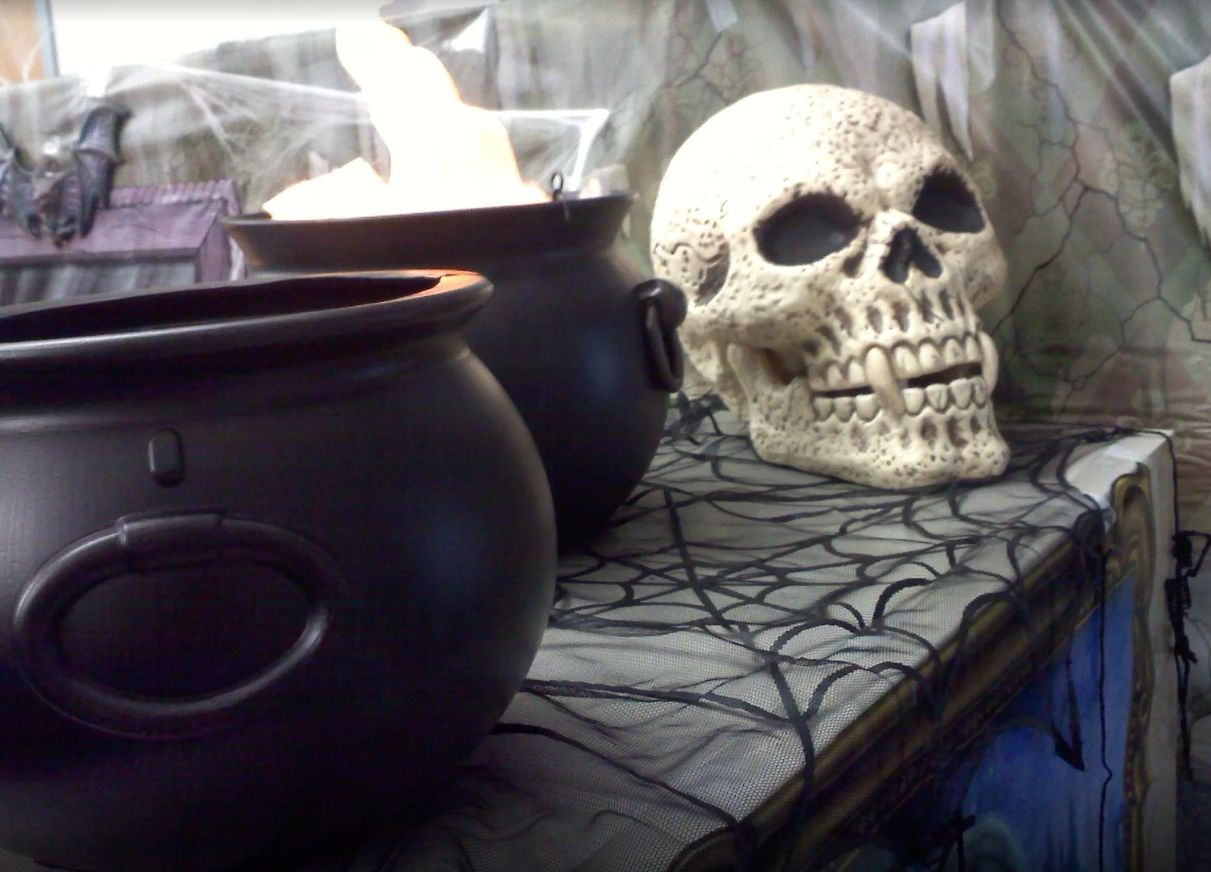 Fun And Spooky Halloween fice Decor Ideas