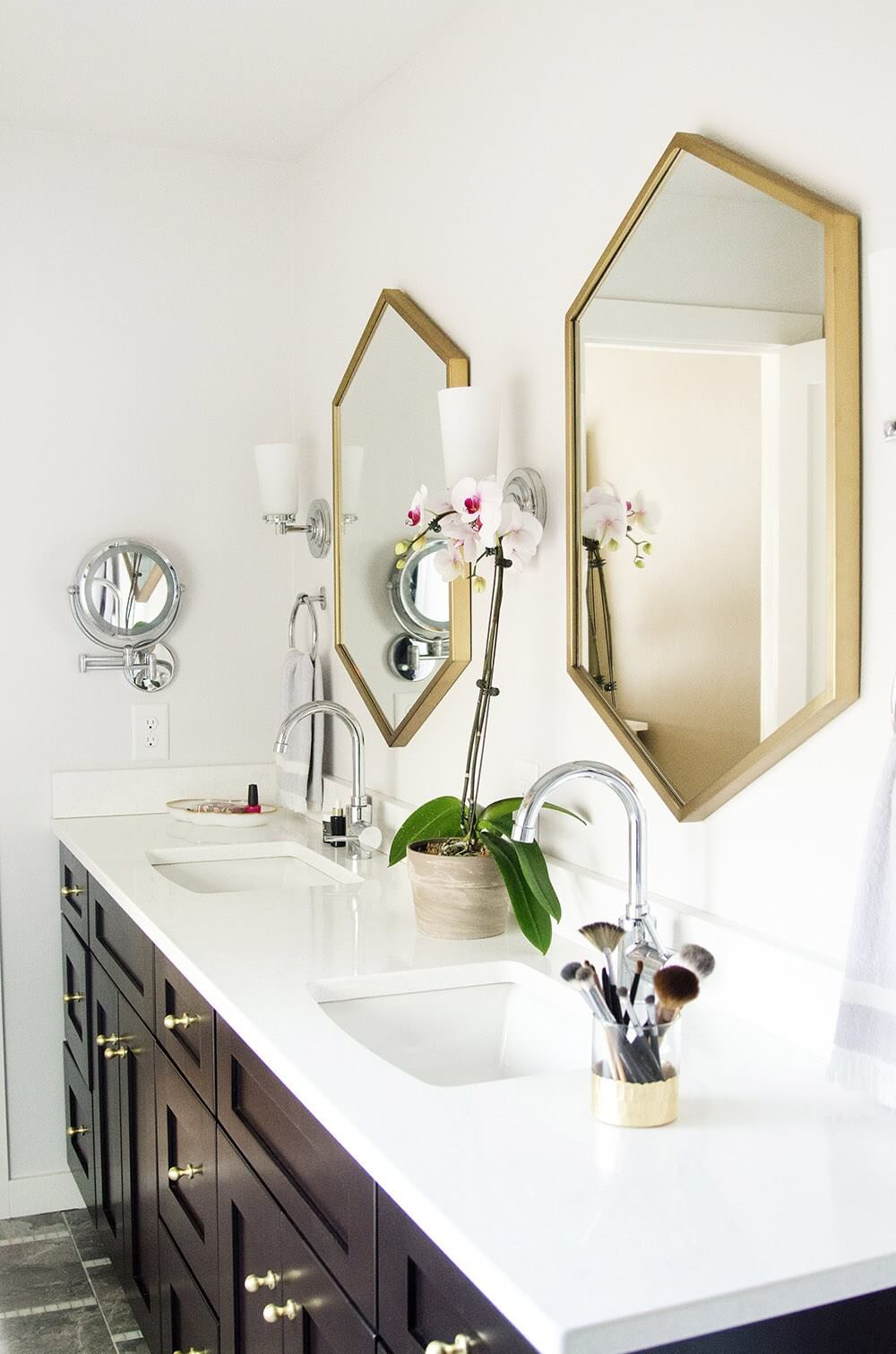 15 Bathrooms With Beautiful Statement Mirrors