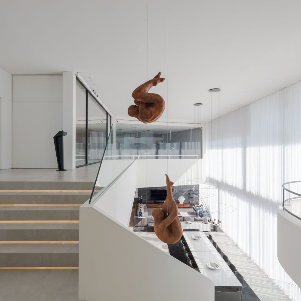 These two sculptures are the focal points of the social area's decor, being visible from both floors