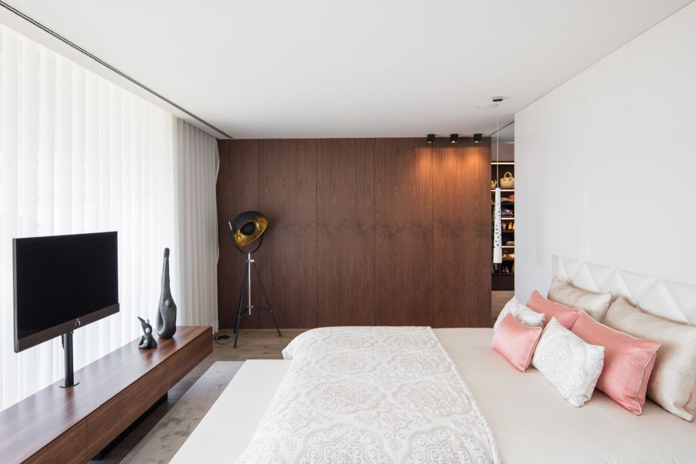 In the bedrooms the palette of materials and colors used in the design is simple and mostly reduced to neutrals