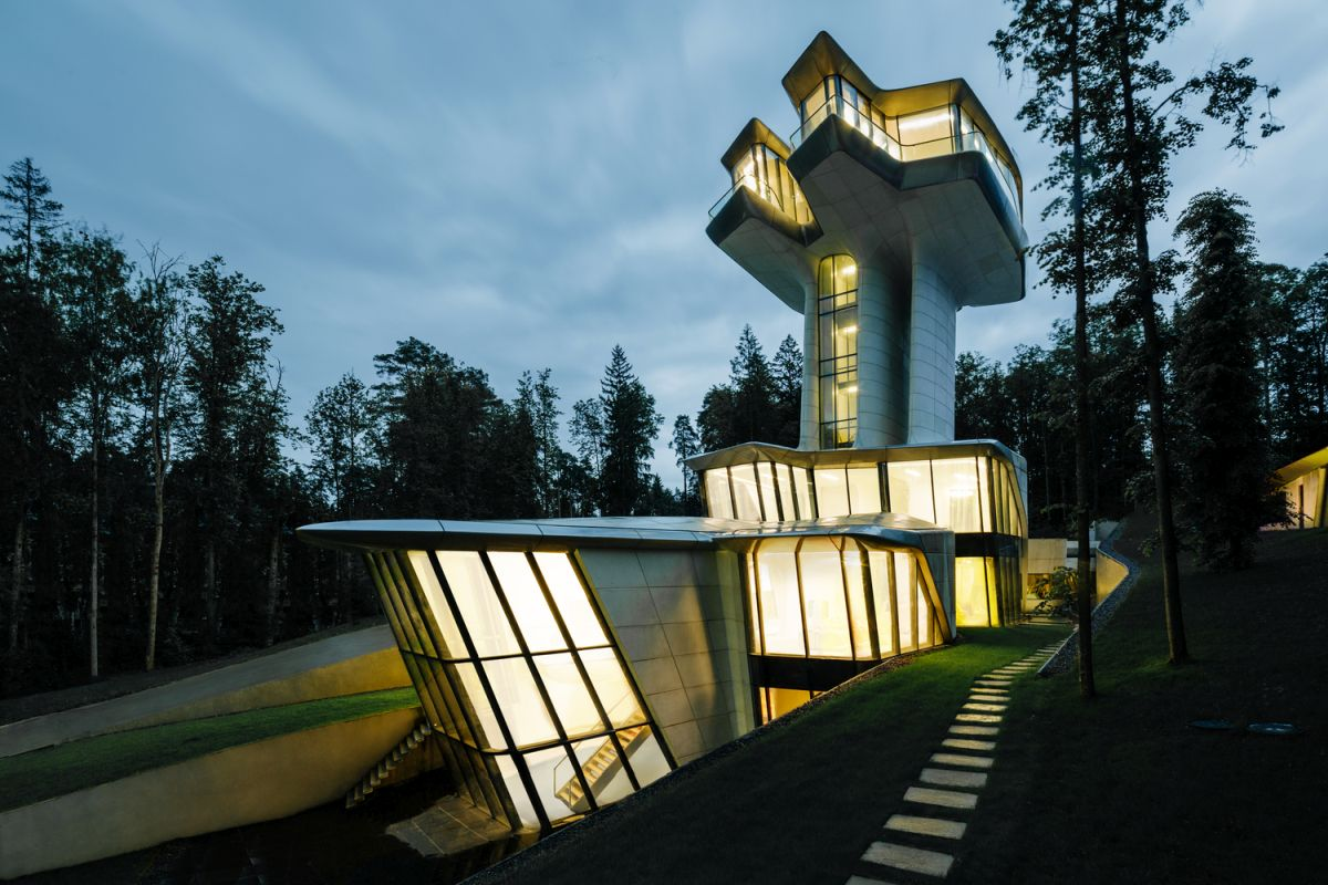 Modern Houses That Tame Nature In Extraordinary Ways