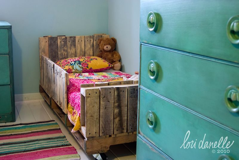 How To Build A Pallet Bed From Scratch – 10 Different Methods