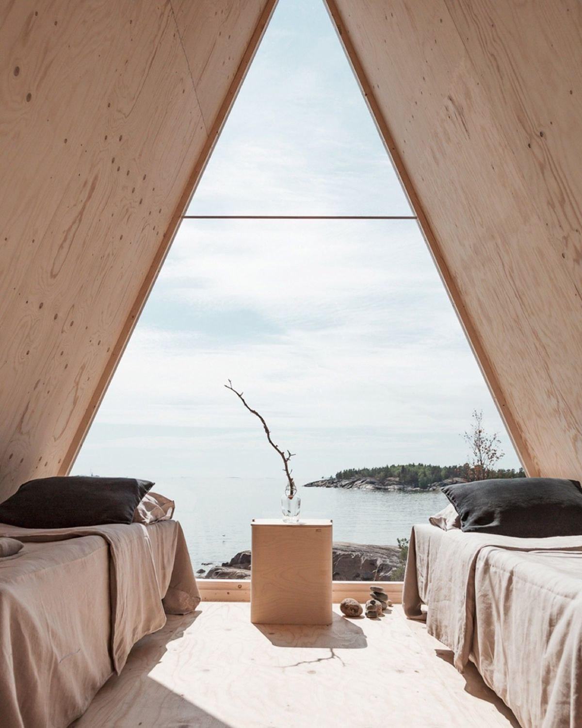 The large triangular window exposes the cabin to its beautiful surroundings, bringing the outdoors in