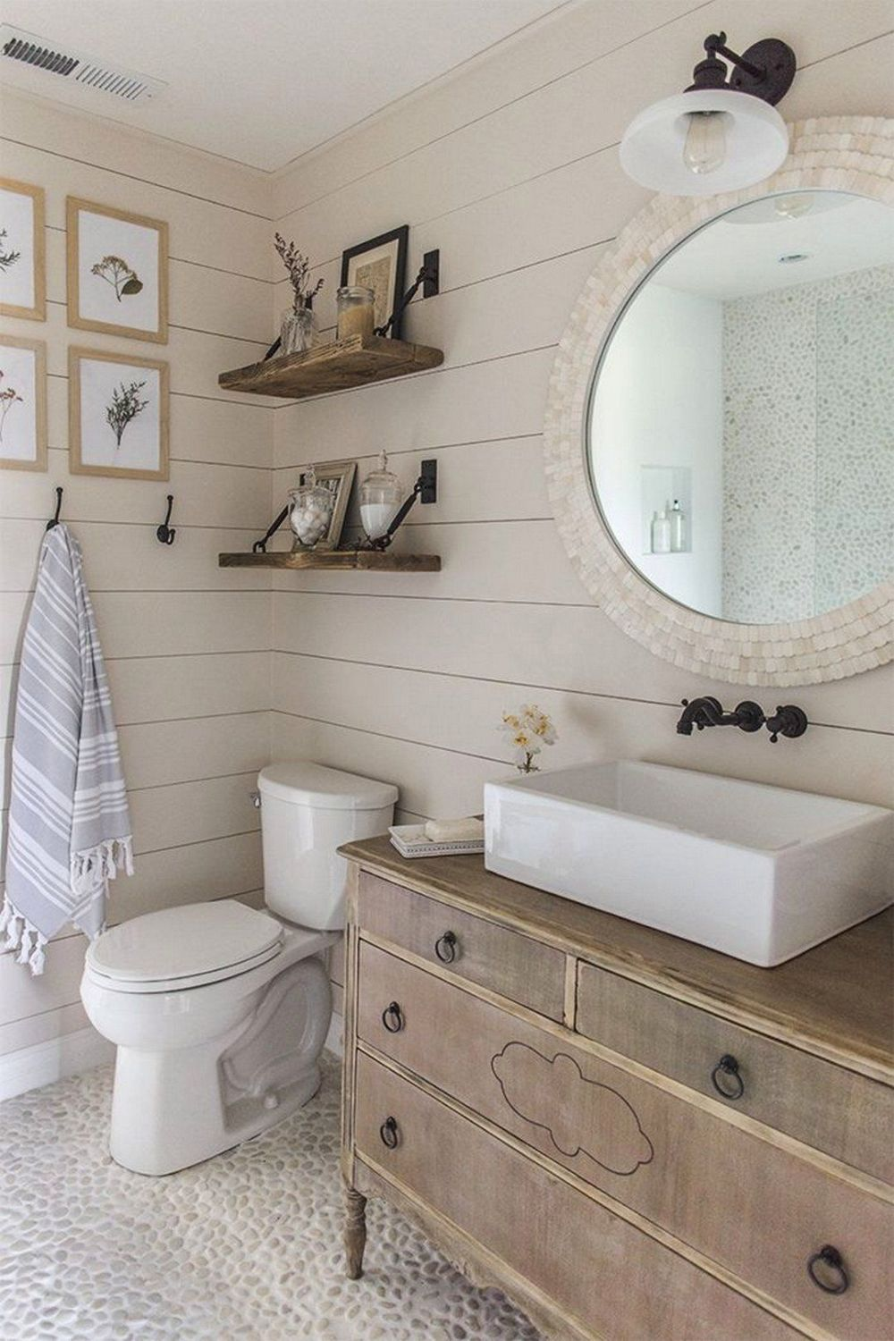 Bathrooms With Beautiful Statement Mirrors