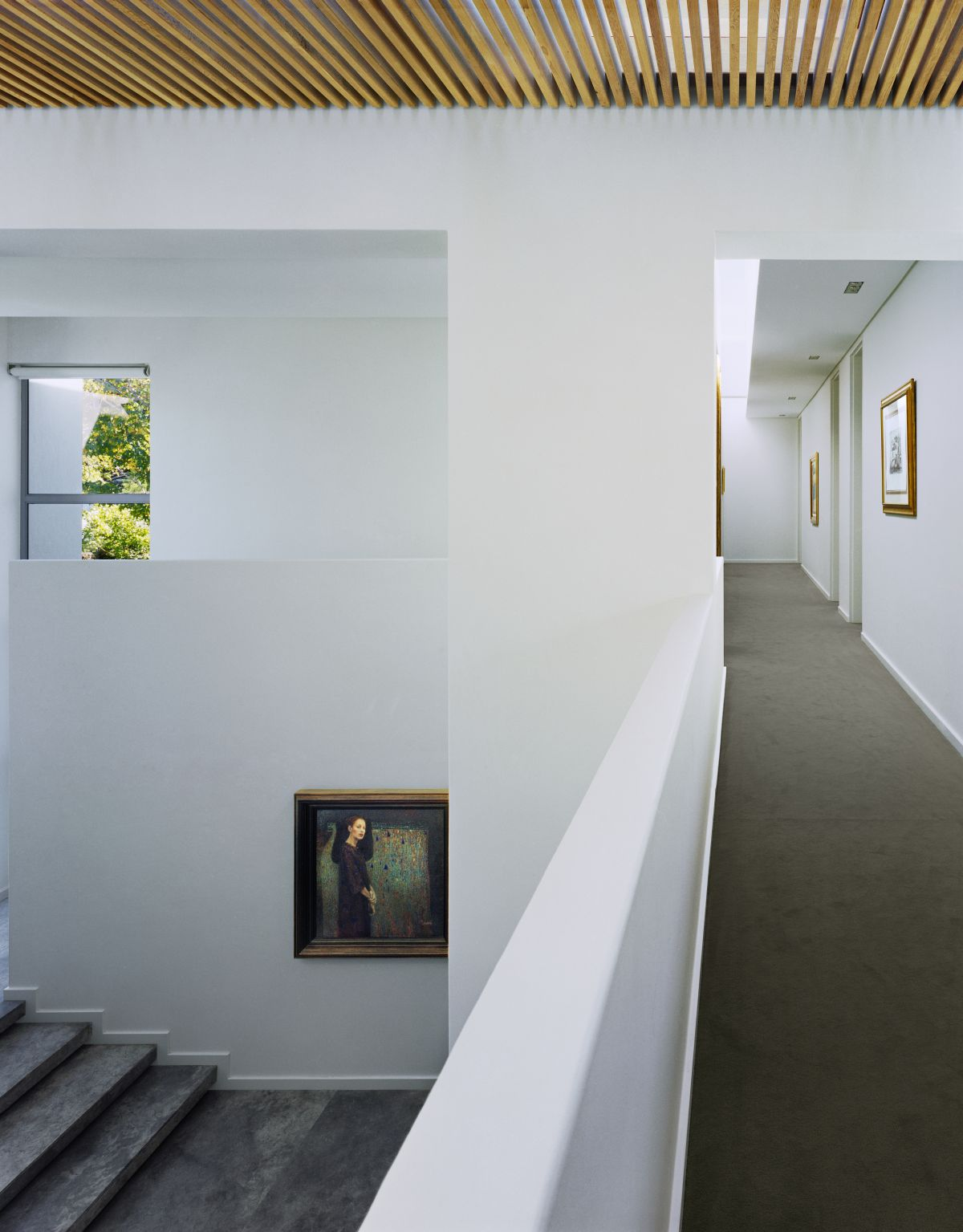 A bridge-like corridor links all the bedrooms and bathrooms housed on the upper floor