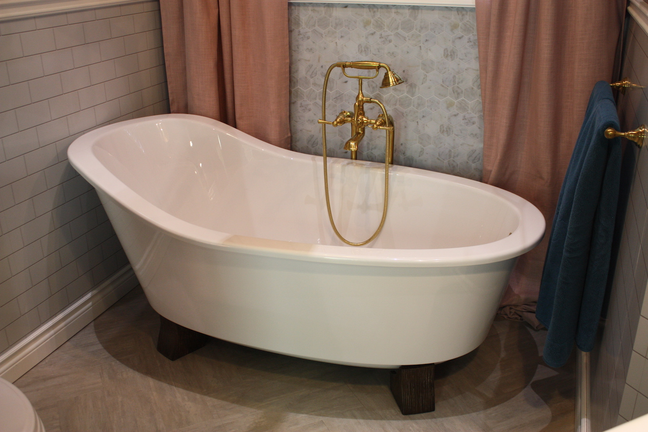 Art deco influences are creping into bathroom designs.
