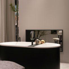 Black rounded bathtub design
