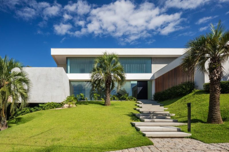 Modern Family Home Reflects Its Owners' Strong Passion For Art And Design