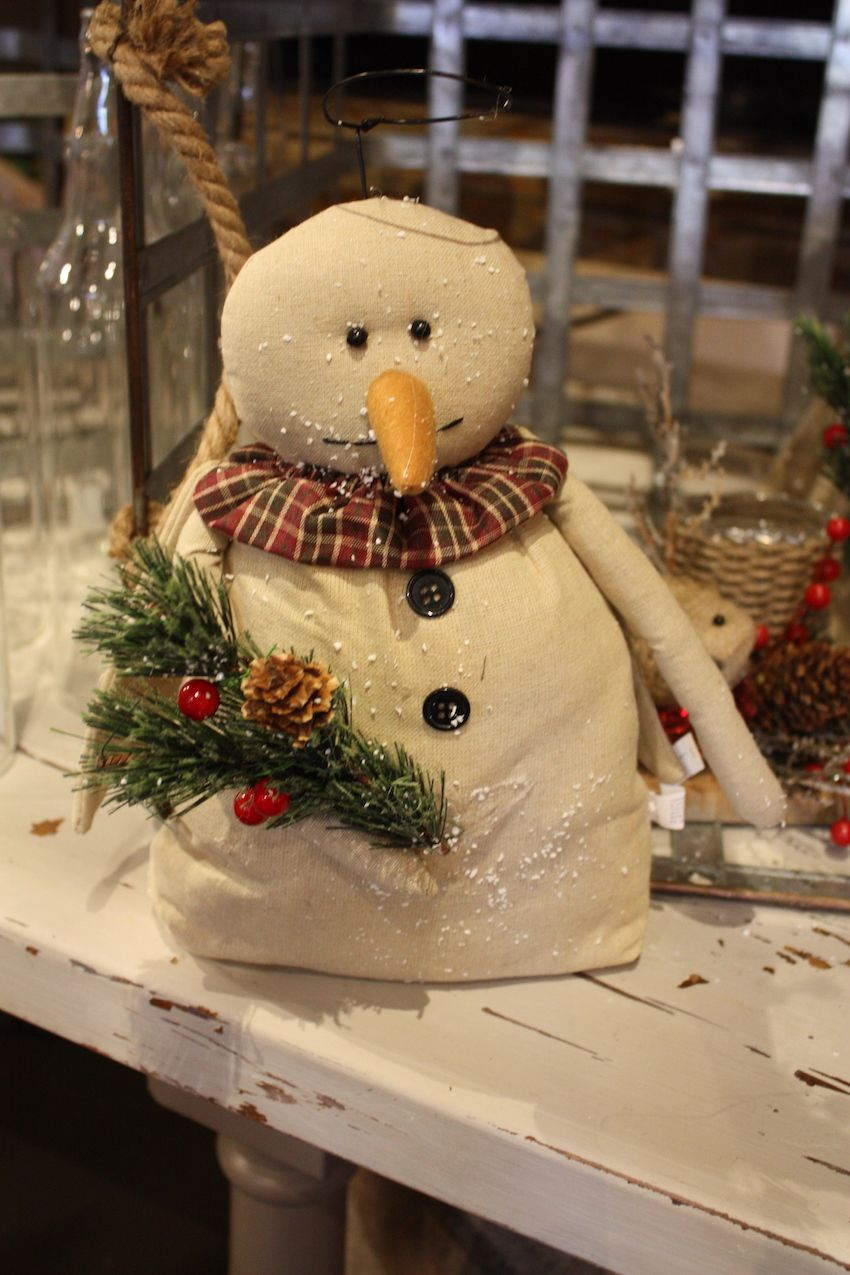 Snowmen are such a popular holiday element especially for a rustic themed Christmas.