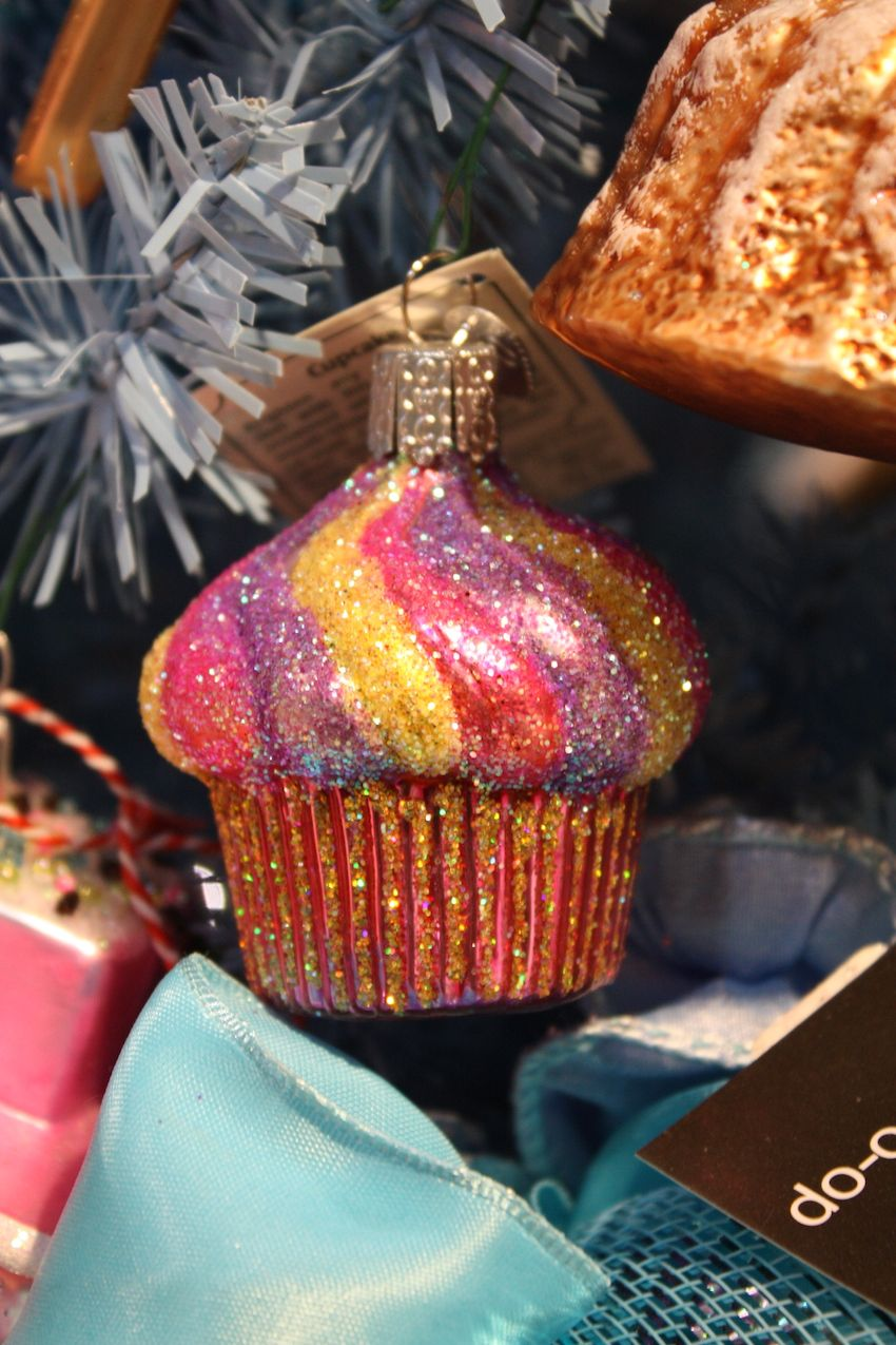 Hobbies or special interests are ideal for themed ornaments.