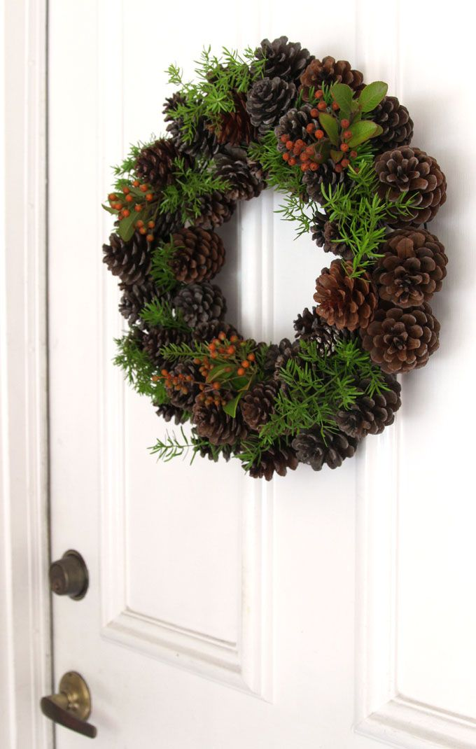 25 Ways To Make A Simple DIY Christmas Wreath Look Extraordinary