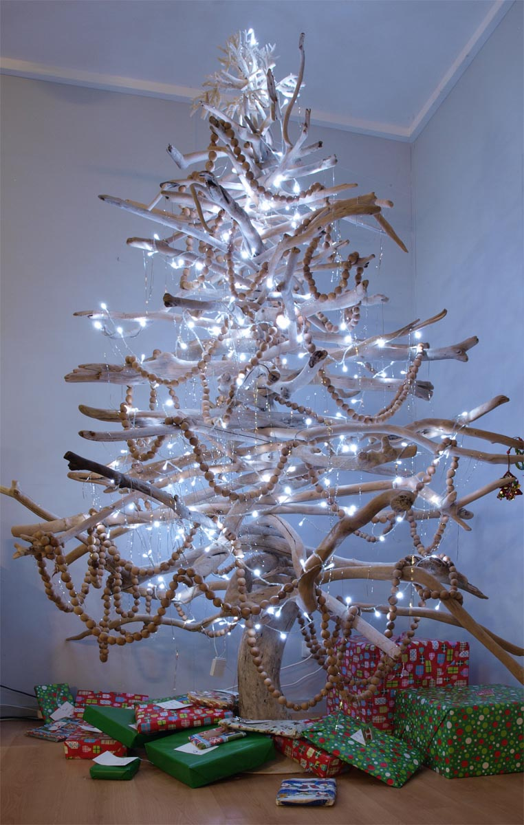 Awesome DIY Christmas Tree Ideas With Non-traditional Designs