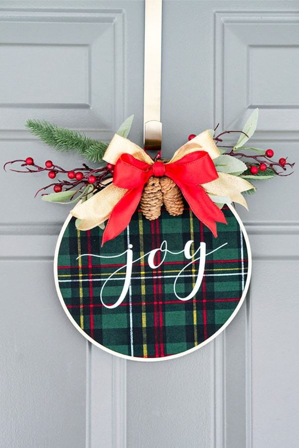 25 Ways To Make A Simple Diy Christmas Wreath Look Extraordinary