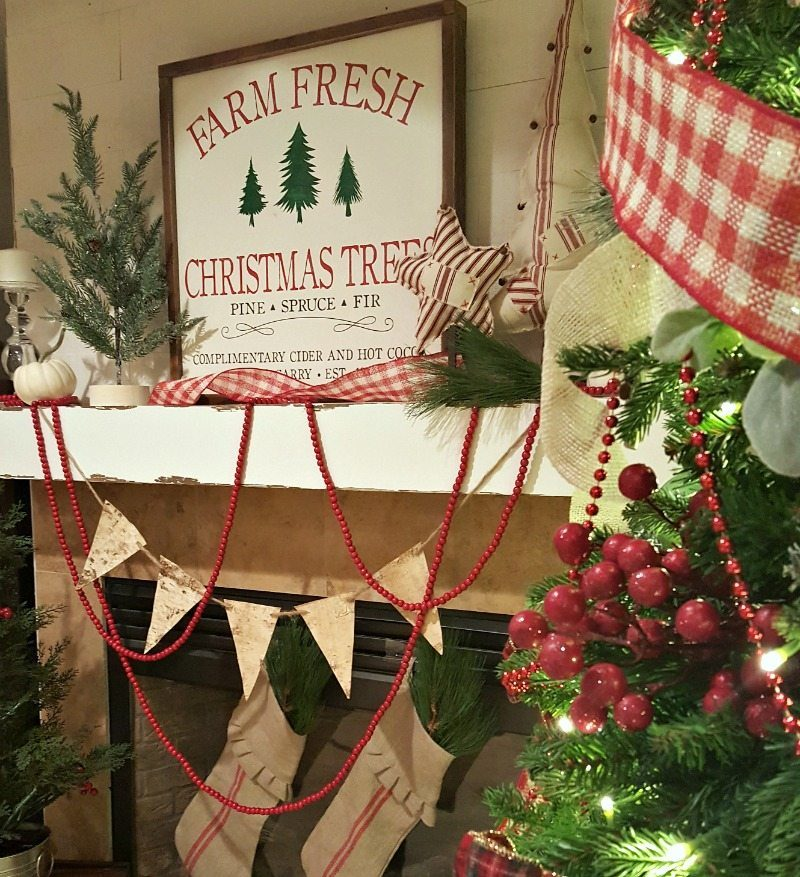 Christmas Mantel Decorations And Ideas For Extra Charming Holidays