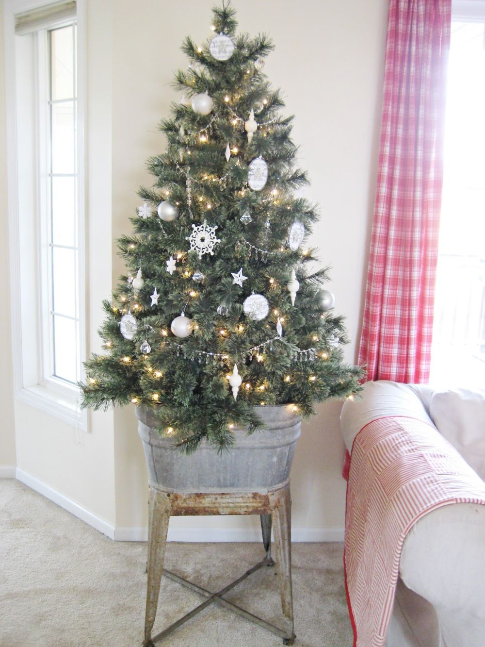 How to decorate with mini christmas trees cute and practical ideas - Small christmas tree ideas ...