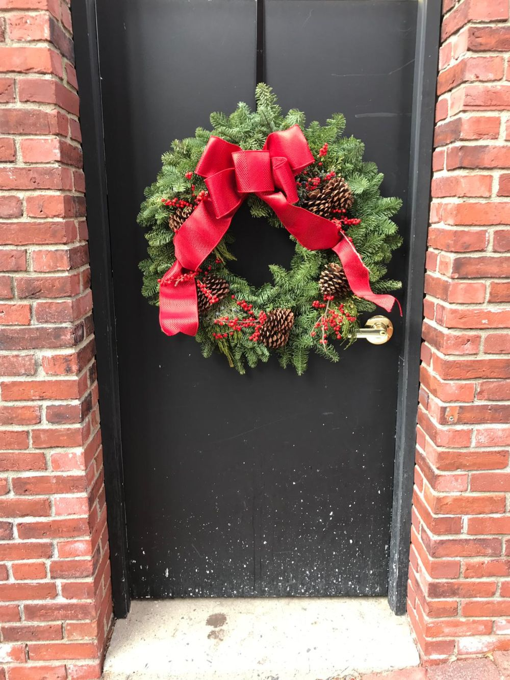 The wreath greets the guests and creates a cheerful and festive vibe right from the entryway