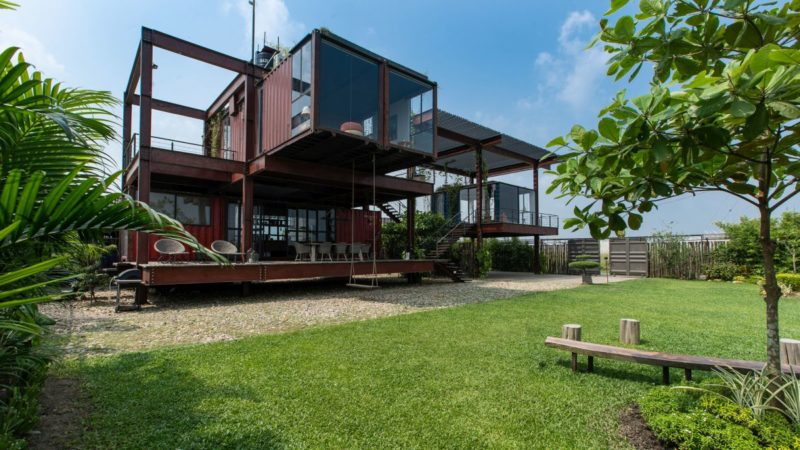 A Shipping Container House With A Surprisingly Lightweight Appearance