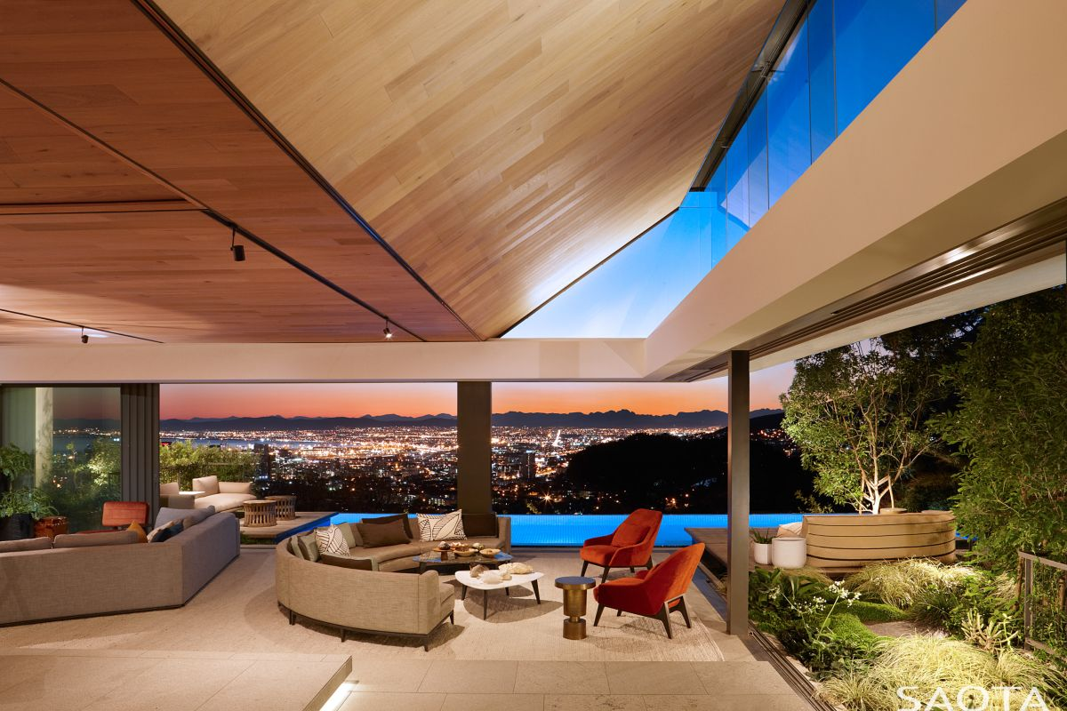 The spectacular, uninterrupted view of the city is the living room's main focal point