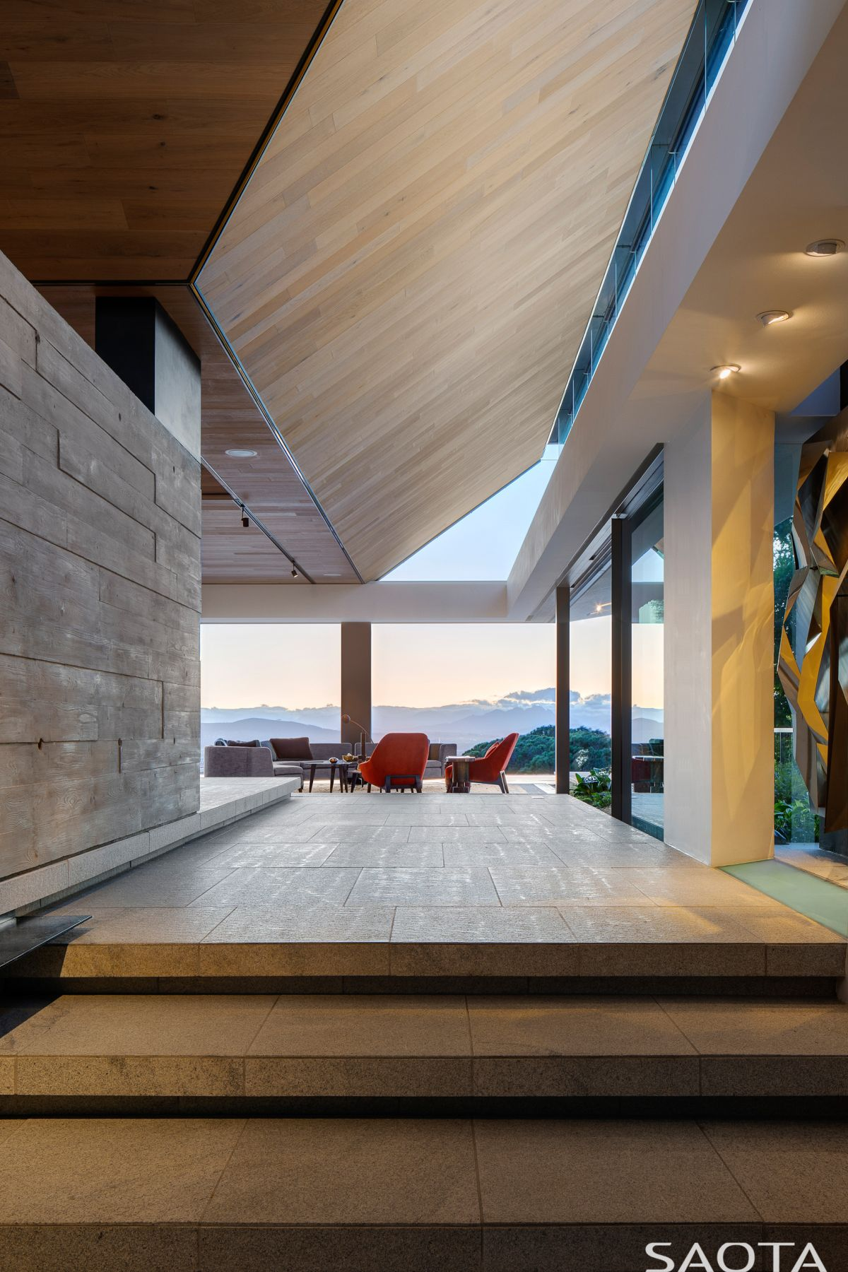 In order to allow the focus to remain of the views and the connection between the house and its surroundings, the color palette is kept simple