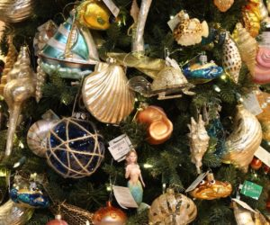 Create a Theme Christmas Tree to Celebrate Your Family
