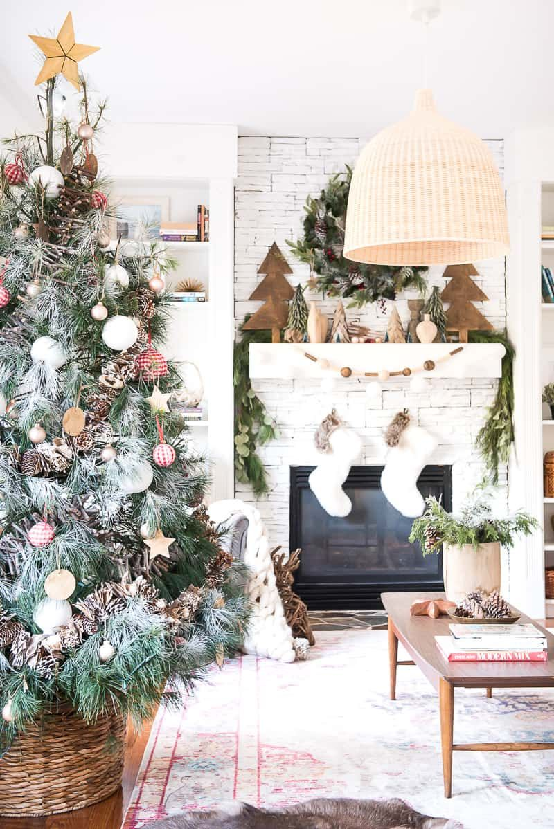 Farmhouse Christmas Decor Ideas Focused Around Simplicity