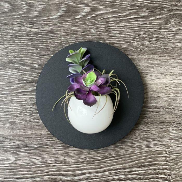 Minimalist planter with circular frame