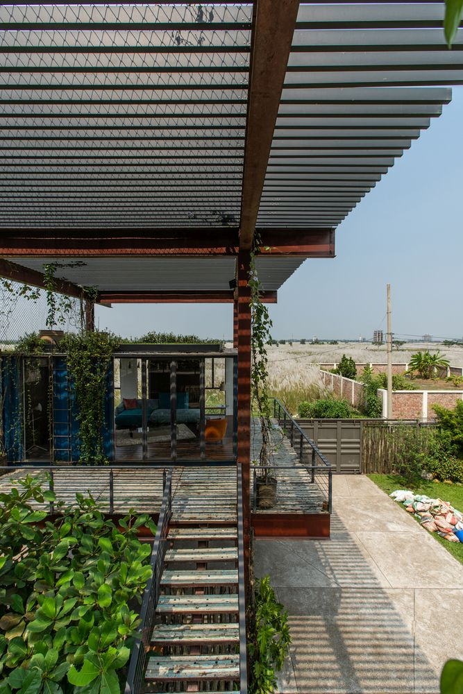 A special relationship developed between the house and all the greenery embedded in its design