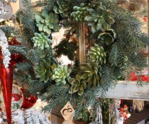 10 Styles of Christmas Wreaths to Dress Up The Front Door